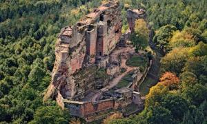 The castle of Fleckenstein.