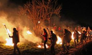 Wassailing revelers at night – CC BY-SA 2.0