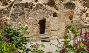 The Garden Tomb, rock tomb in Jerusalem, Israel      Source: valenizi / Adobe Stock