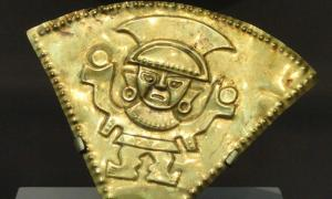 Detail of a rattle, 1100-1470 AD, Chimu, north coast Peru, gold or gold-plated silver - Art Institute of Chicago.