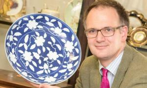 Charles Hanson of Hansons Auctioneers with the plate