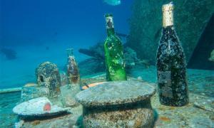 Representation of Greek wine under the sea. Source:  Christian Horras / Adobe stock