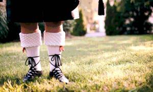 A man in traditional Scottish attire