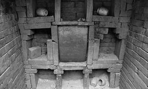 The rear wall of the coffin chamber in née Wu's tomb. Image: Chinese Cultural Relics