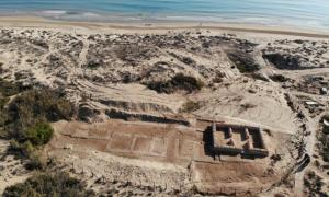 The Spanish beachside site of El Moncayo-Torre del Descargador, where the ancient Roman villa, and Islamic tower and mosque were discovered.            Source: Universidad de Alicante