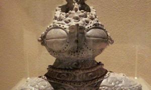 Prehistoric Jomon dogū statue with large eyes and hips, Ebisuda Site in Tajiri, Miyagi Prefecture, Japan.  1000–400 BCE.