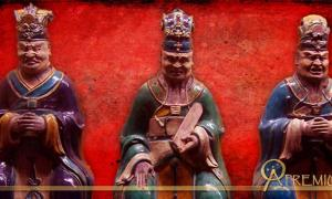 Figurines representing three of the ten judges of Diyu and Red Maw