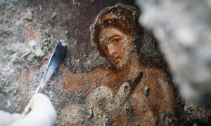 Leda and the Swan fresco found at Pompeii