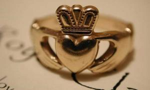 A gold Claddagh wedding ring.