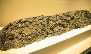 Wu zhu bronze coins found in Liu He's tomb. Source: nocoev.com