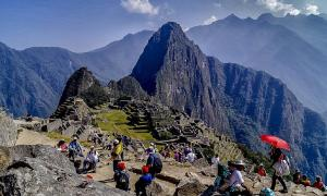 Machu Picchu trash crisis - Tourists at the ancient site in Peru            Source: Rodolfo Pimentel / CC BY-SA 4.0