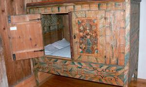 A box bed from the 18th century
