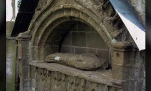 Hidden carvings have been found on the tomb of Bishop Robert Cardeny at Dunkeld Cathedral.