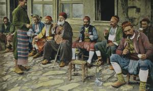 Men smoking pipes, Ottoman era, Turkey (Antiller / Flickr)