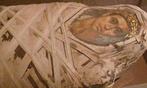 Metropolitan Mummy with portrait of a youth Roman ( Ad Meskens./ CC BY-SA 4.0)