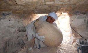 A worker on the Middle Kingdom Theban Project takes out an embalming jar he had just discovered among a cache of other embalming materials of the Vizier Ipi, who lived more than 4,000 years ago. (Photo courtesy of the Spanish Mission)