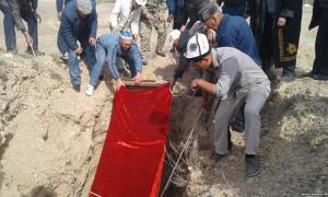 The mummy was reburied on October 14 by a group of men in the village of Kara-Bulak in southern Bishkek Province, where it was discovered in 1956.