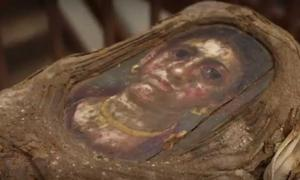 Detail of the girl's mummy portrait.