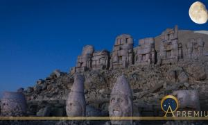 Giant seated statues of Nemrut Mountain (IzzetNoyan/ Adobe Stock)