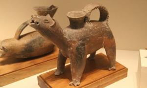 Neolithic dog-shaped pottery gui, Dawenkou Culture, Shandong