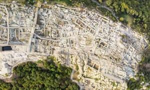 The mountain citadel of Perperikon, located near Kardzhali in Bulgaria, is an isolated dream for archaeologists. (Victor Lauer / Adobe Stock)
