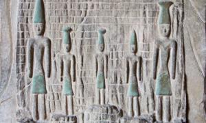 Phoenician stone sculpture (disq / Adobe Stock)