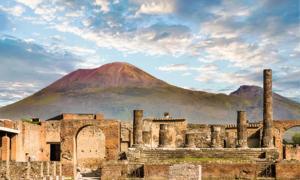 Mount Vesuvius and Pompeii. Source: dbvirago / Adobe Stock.