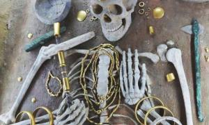 Prehistoric skeleton buried adorned with copper alloy goods.
