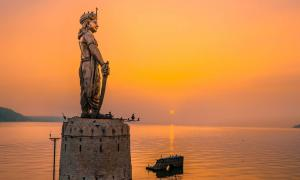 Statue of Raja Bhoja in Bhopal at the time of sunset. Source: yash / Adobe Stock