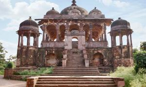 Ranthambore Fort was built not only as a stronghold, but also became a center of Chauhan culture in Rajasthan, India. Photo source: RealityImages / Adobe Stock
