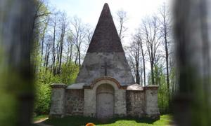 The tomb of Prussian Baron von Fahrenheid family, Rapa, Poland