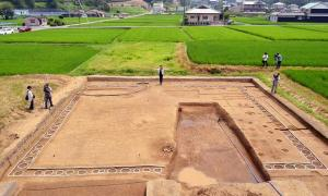 """Remnants of an """"o-kabe"""" structure in Takatori, Nara Prefecture, Japan. The white holes surrounding the square are where poles had been placed. (Kazuto Tsukamoto)"""