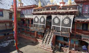 Inner courtyard of Rinchenling Gompa.