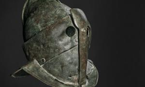 The helmet of a heavily armed 'secutor', first century AD. Rógvi N. Johansen, Department of photo and medie Moesgaard