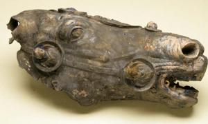 Photo of the Roman horse's head pre-restoration.
