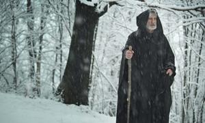 A pilgrim in the snow (captblack76 / Adobe Stock)