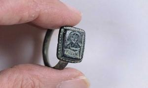 The ring found by gardener Dekel Ben-Shitrit thought to depict St. Nicholas with a bishop's crook.