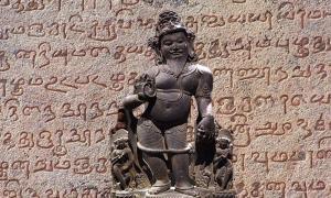 Agastyar, Father and Chairman of first Tamil Sangams, Madurai, Pandiya Kingdom. (CC BY SA 2.5) Detail of ancient Tamil script found on the temple walls of the Tanjore Bragadeeshwara temple.