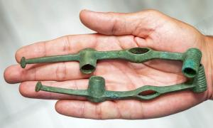 The archaeologist Arkadiusz Kurij has accidentally discovered a 2,500-year-old Iron Age Scythian harness in Poland. Source: Tytus Żmijewski / PAP
