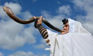 A shofar is sounded under the light of the sun. Source: Rafael Ben-Ari /Adobe Stock.