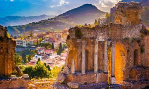The Ruins of Taormina Theater, Sicily (romas_ph / Adobe Stock)