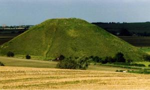 The Monumental and Mysterious Silbury Hill