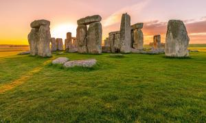 Stonehenge and Nearby Stone Circles Were Newcomers to Landscape worked by Ice Age hunters