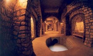 The Incredible Subterranean City of Kish