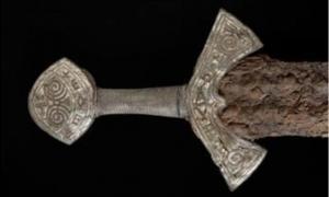 Handle of newly revealed Viking sword, Langeid, Norway