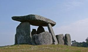 10,000-Year-Old Telescopes? Ancient Tombs May Have Enhanced Visibility of Astronomical Phenomena