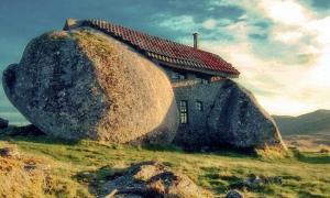 A photo of the Casa do Penedo.