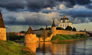 Distance view of the Kremlin. Source: parsadanov / Adobe Stock.