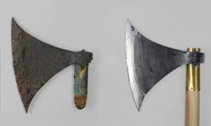The Langeid Viking Battle Axe: The original and the copy.