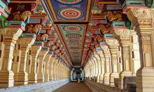 A photo of the Ramanathaswamy Temple's outer corridor.